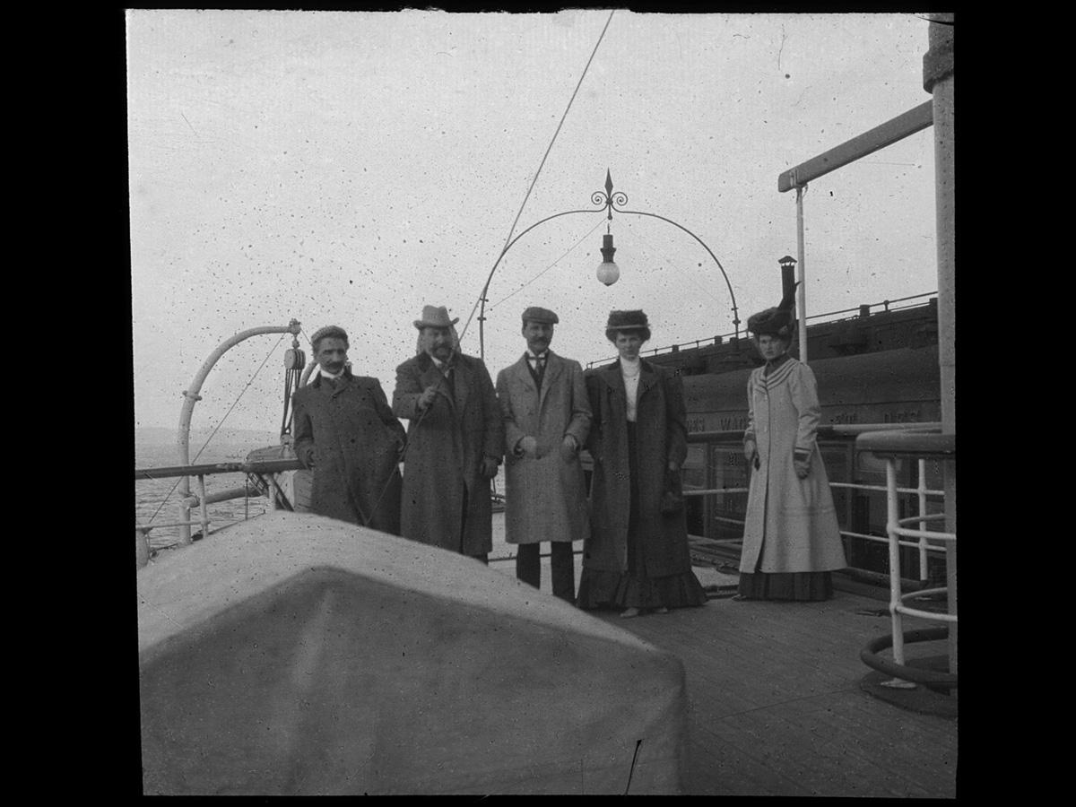Морозовы на железнодорожном пароме переправляются (вместе с вагоном) из Мессины на Сицилию. Начало ХХ века. Атрибуция Алисы Вест (Бостон)